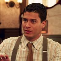 """Novela """"Êta Mundo Bom!"""": Osório (Arthur Aguiar) arruma emprego e salva namoro com Gerusa!"""