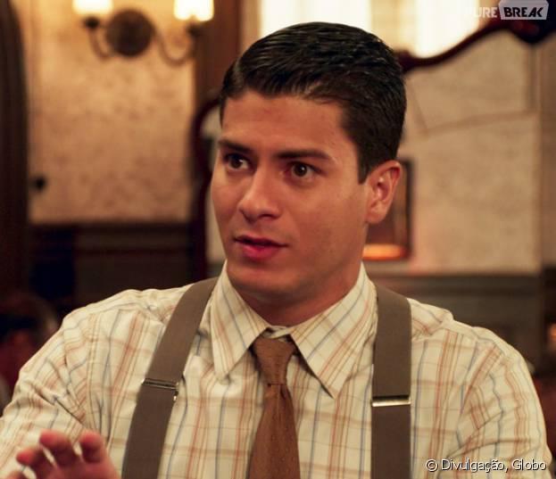 """Em """"Êta Mundo Bom!"""", Osório (Arthur Aguiar) consegue emprego de vendedor!"""