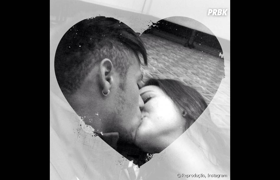 """No Instagram, Bruna Marquezine não escondeu a vontade de estar do lado de Neymar, no dia do aniversário do craque: """"Queria muito estar com você te enchendo de beijo"""""""