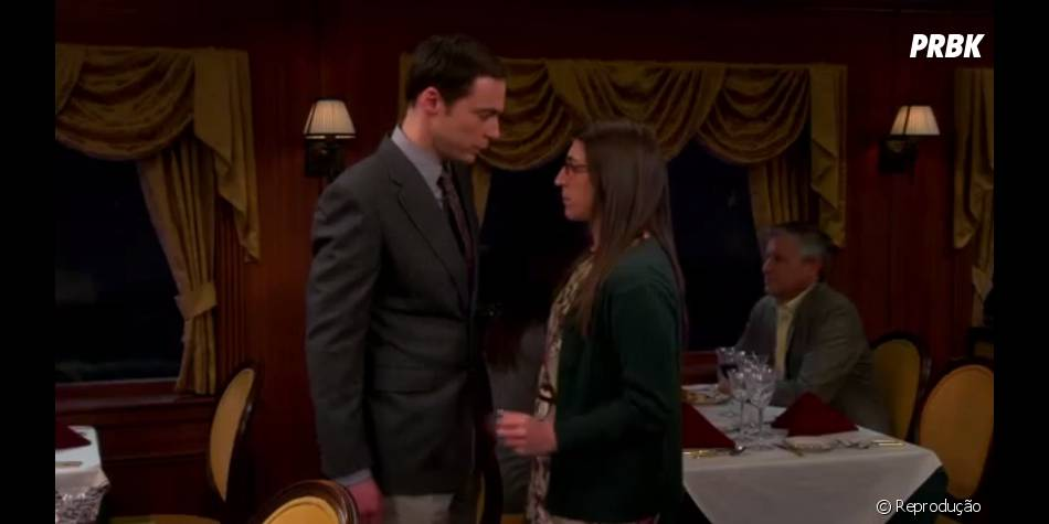 "Amy (Mayim Bialik) eSheldon (Jim Parsons) ficaram sem graça depois do beijo""The Big Bang Theory"""
