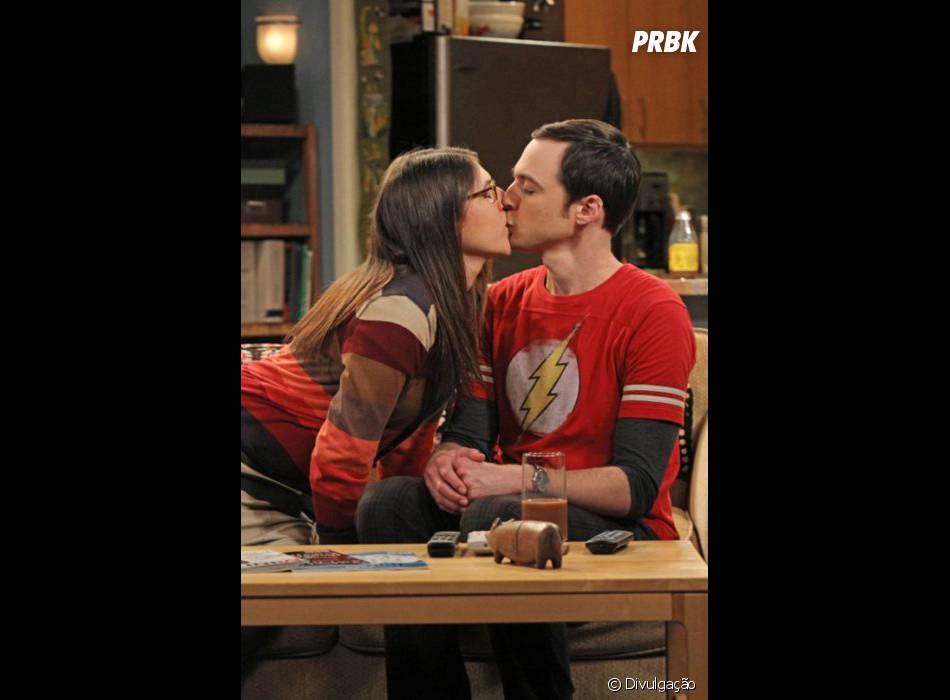 "Em ""The Big Bang Theory"", Sheldon (Jim Parson) já tinha beijado Amy (Mayim Bialik) em um sonho!"