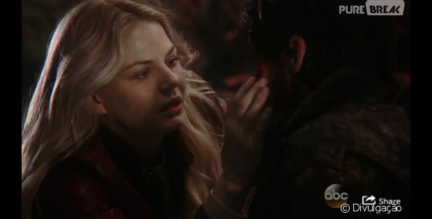 """Em """"Once Upon A Time"""": na 5ª temporada, Emma salva Hook, Milah aparece e Belle está grávida!"""