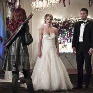 """Em """"Arrow"""": na 4ª temporada, Oliver (Stephen Amell) e Felicity atraem Cupido em casamento falso!"""