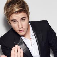 Justin Bieber exibe piercing no nariz em selfie sexy sem camisa e fãs elogiam o gato no Instagram