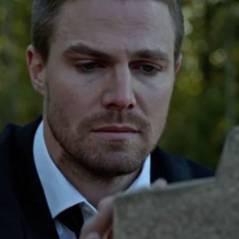 """Em """"Arrow"""": na 4ª temporada, corpo em sepultura é revelado e Oliver (Stephen Amell) promete vingança"""