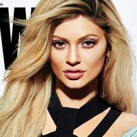 """Kylie Jenner vira """"loira fatal"""" em ensaio e fala sobre redes sociais: """"Posto o que quero que vejam"""""""