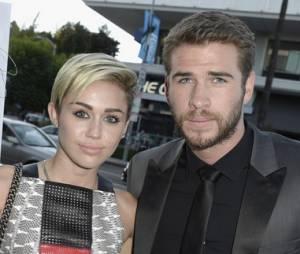 """Liam Hemsworth desmente rumores sobre noivado com Miley Cyrus: """"Não estou noivo"""""""