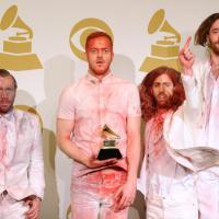"""Imagine Dragon bate recorde do Hot 100 da Billboard com """"Radioactive"""""""