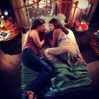 """Bruna Marquezine releva os bastidores da novela """"Em Família"""" no Instagram"""