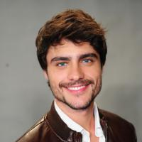 Guilherme Leicam sofre acidente de carro no Rio, capota o veículo, mas passa bem