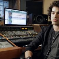 """Sam Alves, vencedor do """"The Voice Brasill"""", divulga primeiro clipe de novo CD"""