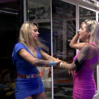 """Briguinha no """"BBB14"""": Clara e Vanessa discutem e quase terminam no reality"""