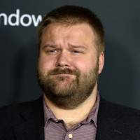 "De ""The Walking Dead"", Robert Kirkman explica crítica a ""Game of Thrones"": ""Apenas brincando"""