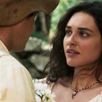 """Novela """"Êta Mundo Bom!"""": Candinho (Sérgio Guizé) pede Filomena em casamento!"""