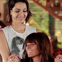 """Na novela """"Em Família"""", Clara quase cede a tentação e beija Marina"""
