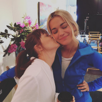 "De ""50 Tons Mais Escuros"": Dakota Johnson, Jamie Dornan, Rita Ora e as melhores fotos dos bastidores"