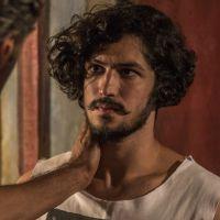 """Novela """"Velho Chico"""": Miguel (Gabriel Leone) desconfia de amor entre Tereza e Santo"""