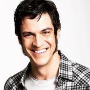 """De """"Liberdade, Liberdade"""", Mateus Solano fala sobre cena de sexo gay na TV: """"Encantado"""""""