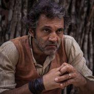 """Novela """"Velho Chico"""": Santo (Domingos Montagner) desaparece após sofrer atentado!"""