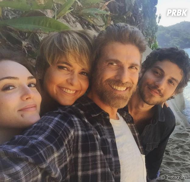 Isabelle Drummond, Chay Suede, Claudia Abreu e Reynaldo Gianecchini aparecem juntos em selfie!
