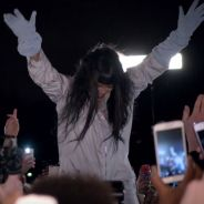 """Rihanna é atacada por fãs ao som de """"Goodnight Gotham"""" em novo vídeo do álbum """"ANTI"""""""