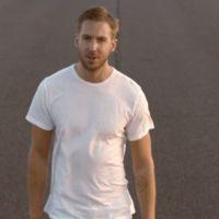 """Calvin Harris aparece hot e em corridas de carro no clipe de """"Summer""""!"""