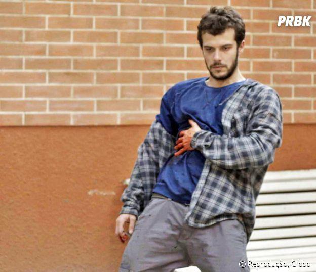"""Novela """"Haja Coração"""": Giovanni (Jayme Matarazzo) leva facada em briga com bandido!"""
