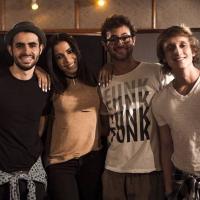 """Anitta e Jamz em uma só música? Ouça a romântica """"Você Aqui"""", parceria entre a banda e a estrela pop"""