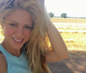 Shakira revela trecho de música nova no Twitter e fãs piram