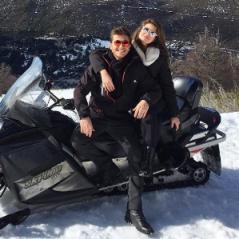 Camila Queiroz e Klebber Toledo posam abraçados em meio a rumores de namoro!