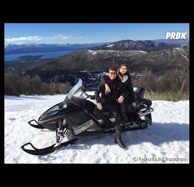 Camila Queiroz e Klebber Toledo viajam juntos para a Argentina em meio a rumores de namoro