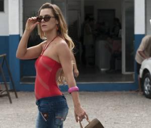 """Carol Dieckman é a periguete Madalena na comédia """"Julio Sumiu"""""""
