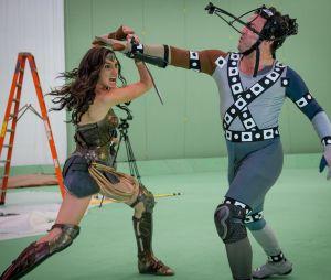 """Em """"Batman Vs Superman"""": Mulher-Maravilha (Gal Gadot) luta com vilão Apocalypse, sem efeitos especiais"""