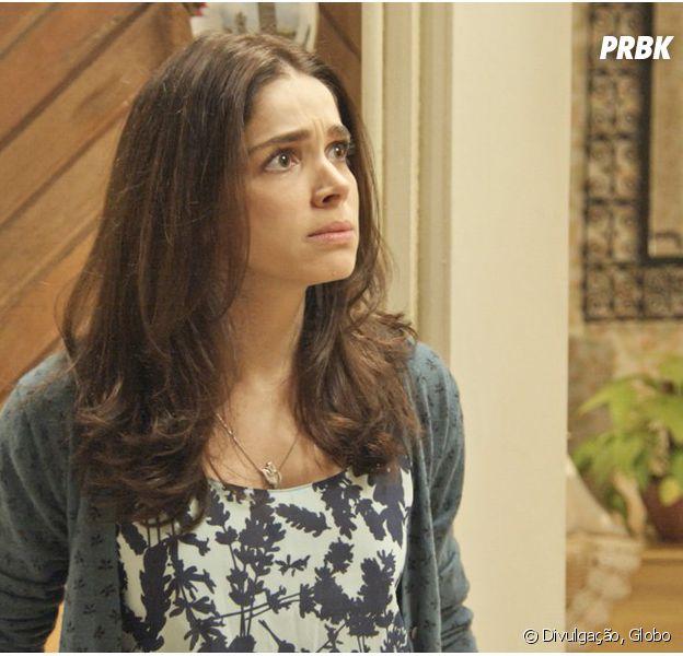 """Em """"Haja Coração"""": Shirlei (Sabrina Petraglia) sofre ao ser rejeitada por Vitoria (Betty Gofman)"""