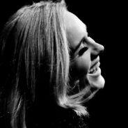 Adele emociona fãs com homenagem a Amy Whinehouse durante show da turnê mundial