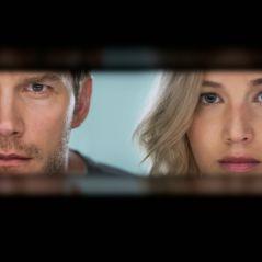 """Jennifer Lawrence e Chris Pratt se beijam em 1º trailer da ficção científica """"Passageiros"""". Assista!"""