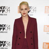 """Kristen Stewart arrasa com visual """"boyish"""" e fatal em tapete vermelho. Veja fotos!"""