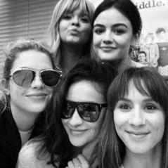 """De """"Pretty Little Liars"""": Lucy Hale, Ashley Benson e elenco fazem última leitura de roteiro da série"""