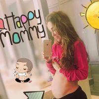 """Anahi exibe barriga de grávida no Instagram e comemora: """"Crescemos felizes"""""""