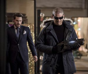 """Em """"The Flash"""": na 3ª temporada,Capitão Frio (Wentworth Miller) eMestre dos Espelhos (Grey Damon) juntos para causar pânico em Central City?"""