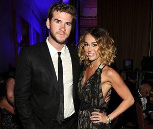 Miley Cyrus assume noivado com Liam Hemsworth