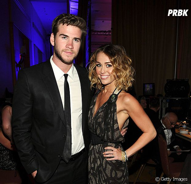 Miley Cyrus assume noivado com Liam Hemsworth