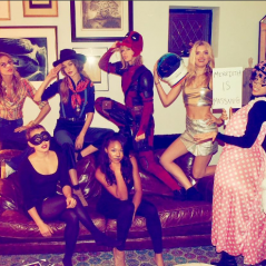 Taylor Swift recebe Camila Cabello, do Fifth Harmony, Gigi Hadid e mais celebs em festa de Halloween
