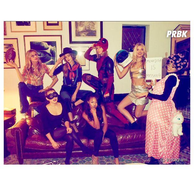 Taylor Swift recebe seu squad para festa de Halloween