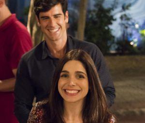 """No final de """"Haja Coração"""", Shirlei (Sabrina Petraglia) e Felipe (Marcos Pitombo) sairão da igreja num carro com o nome Shirlipe escrito no vidro"""