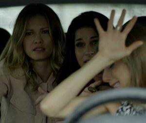 """Final """"Haja Coração"""": Carmela (Chandelly Braz), Jéssica (Karen Junqueira) e Vitória (Beth Goffman) sofrem grave acidente de carro"""