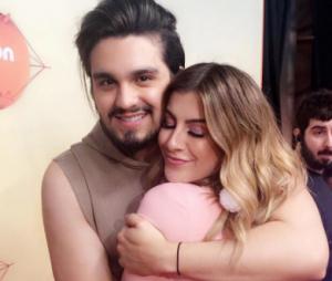 """Luan Santana e Nah Cardoso dançam juntos na premiere do DVD """"1977"""" e fãs piram"""