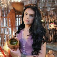 """Novela """"A Terra Prometida"""": Samara (Paloma Bernardi) morre após ser encontrada por Zaqueu"""