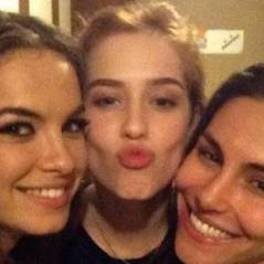"""Lua Blanco, Sophia Abrahão e Mel Fronckowiak, gatas de """"Rebelde"""", fazem selfie"""