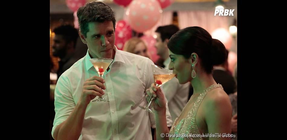 """Guto (Márcio Garcia)e Silvia (Carol Castro)se aproximaram no casamento de Perséfone (Fabiana Karla) em """"Amor à Vida"""""""